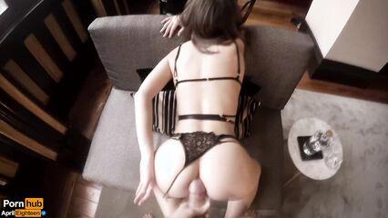 Порно домашнее с женой в нижнем белье, которая активно прыгает на члене
